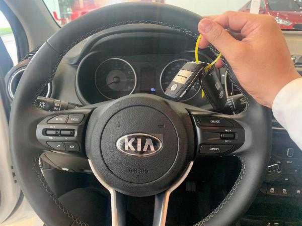 KIA SOLUTO AT LUXURY 2021 ( 5 CHỔ )